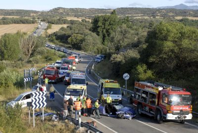 HU03. ANGÜES (HUESCA), 15/08/08.- Siete personas han resultado heridas, cuatro de ellas de gravedad, en un choque frontolateral de dos vehiculos, en el km. 188 de la carretera N-240, uno de los puntos negros de la provincia de Huesca, produciendose retenciones kilometricas durante las dos horas largas que ha estado cortado el tráfico. EFE/Pablo Otín ESPAÑA-SUCESOS-TRÁFICO